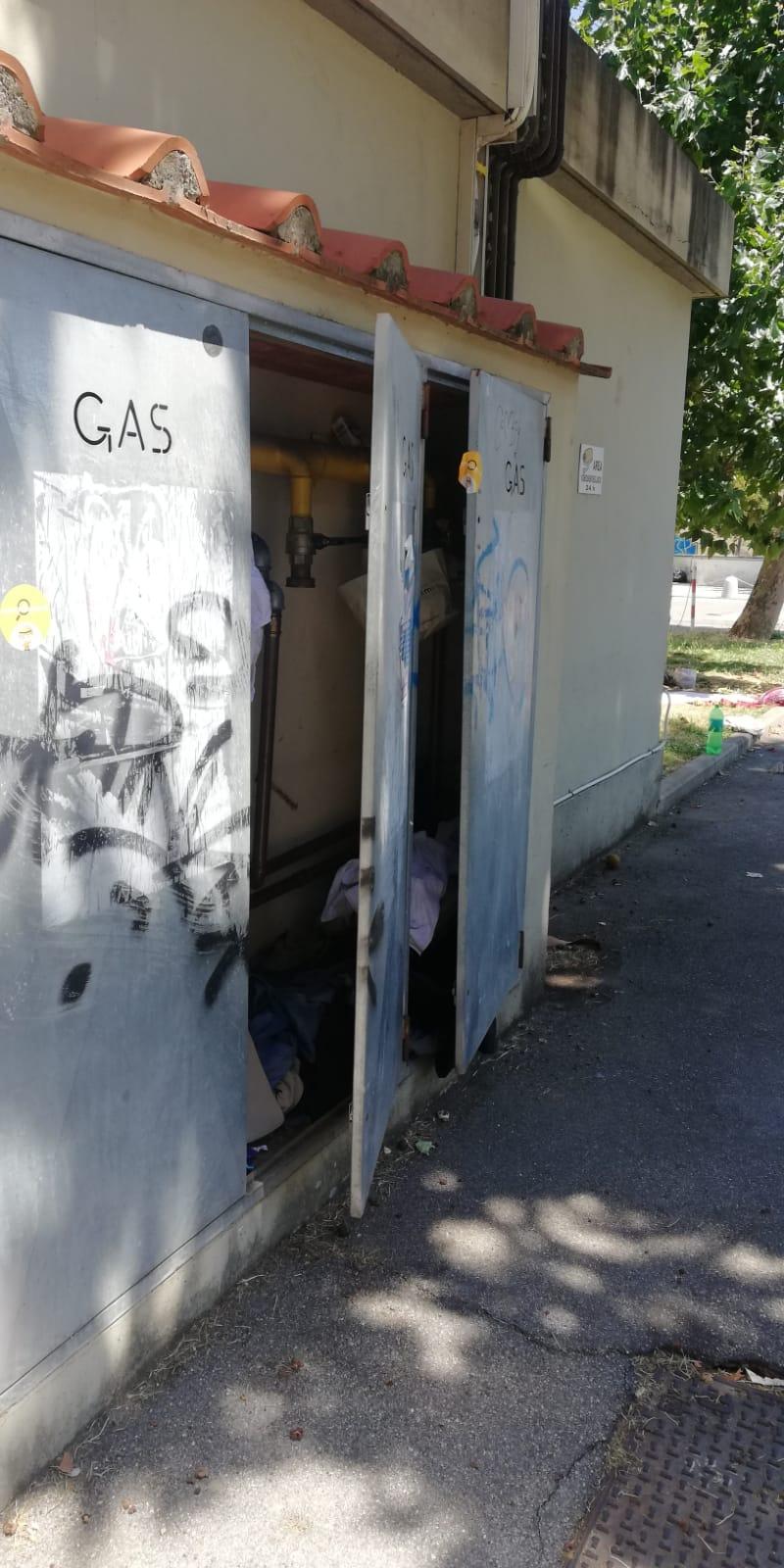 Bivacco a cielo aperto, la cabina del gas trasformata in ...