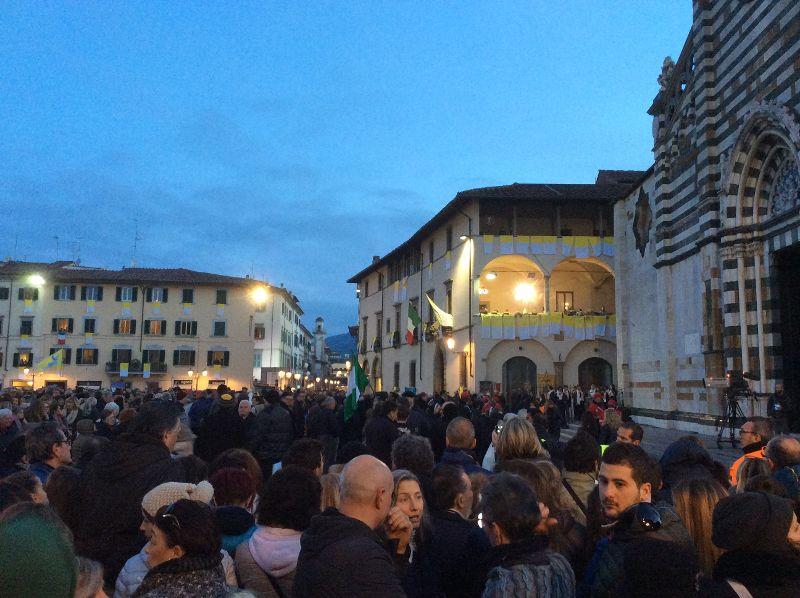 L Elicottero Del Papa : L abbraccio di prato al papa in mila lo hanno accolto