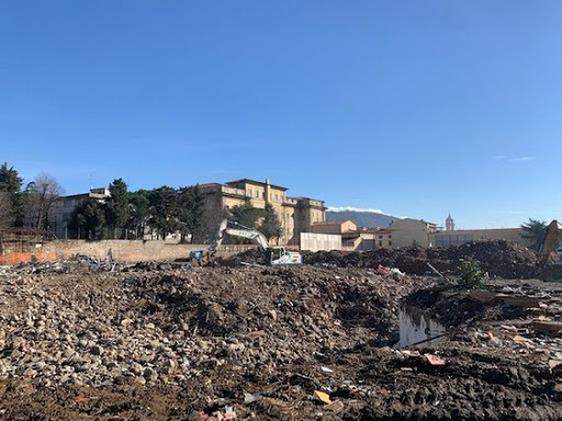 Abbattimento ex ospedale, ispezione della Dia nel cantiere per accertamenti su gestione rifiuti e regolarità contratti lavoro