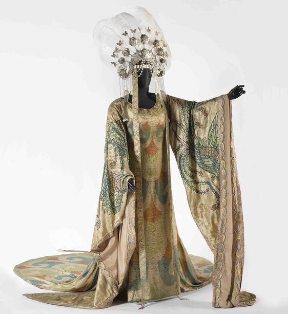 Il Museo del Tessuto guarda oltre la zona rossa, a maggio in mostra i costumi della Turandot