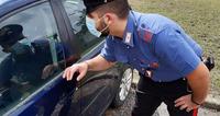 Sette furti sulle auto in sosta in meno di un mese, individuato e denunciato un quarantenne