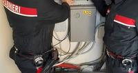 Ruba l'energia elettrica attraverso un allaccio abusivo, arrestato dai carabinieri