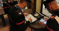 Insiste con un cliente per farlo accomodare ai tavolini al chiuso, ma lui chiama i carabinieri: chiuso per 5 giorni ristorante