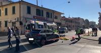 Tragedia in via Ferrucci: donna muore dopo lo scontro all'incrocio
