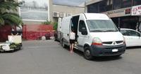 Vende abusivamente frutta e verdura: sequestrata la merce e il furgone