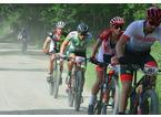 """Il  campione del mondo al via della """"Da Piazza a Piazza"""" di mountain bike"""