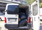 Sequestrati milleduecento chili di scarti tessili, denunciato il trasportatore e il titolare della confezione