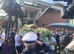 """Palloncini bianchi liberati in cielo per l'ultimo saluto a Luana. Il vescovo Tardelli: """"Troppi morti sul lavoro"""""""
