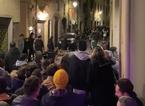 Maxirissa in via Settesoldi con lancio di sedie e tavolini, dieci giovani denunciati