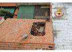 Crolla il tetto di un palazzo a San Paolo: paura ma nessun ferito
