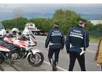 Mostra agli agenti una patente della Repubblica Ceca ma è falsa: maximulta da 5.100 euro