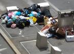 Immortalati dalle telecamere mentre abbandonano rifiuti all'esterno dell'isola ecologica interrata di piazza Mercatale