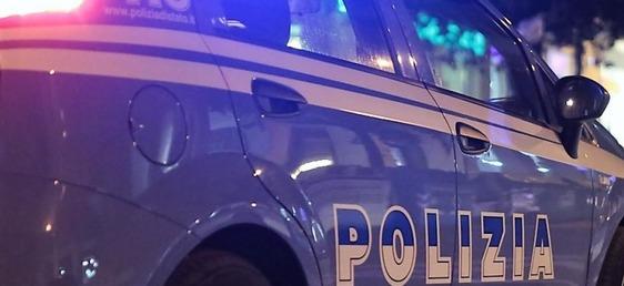 Alzano troppo il gomito e si mettono al volante: un uomo provoca un incidente, una donna aggredisce gli agenti