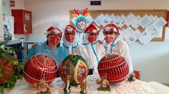 Un Natale dedicato ai nonni. Tante le iniziative nelle Rsa per stare insieme agli ospiti e donare un sorriso
