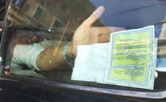 Acquista una polizza Rc Auto online e la paga con una ricarica Postepay ma è una truffa