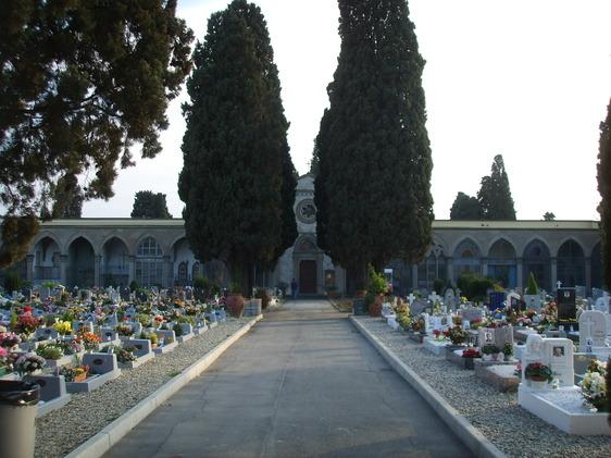 Ladri di luci votive al cimitero della Misericordia, la rabbia della figlia di un defunto