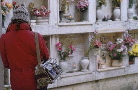 Commemorazione defunti: ingressi vigilati e contingentati nei cimiteri