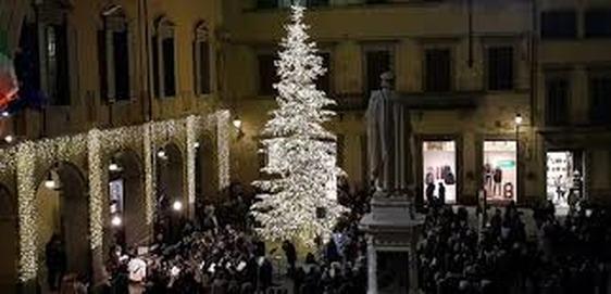 Dieci artisti per dieci vicoli: ecco come sarà il Natale nel centro di Prato