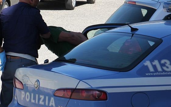 Rapine violente in strada, in manette un ventunenne. Indagati altri sei membri della gang