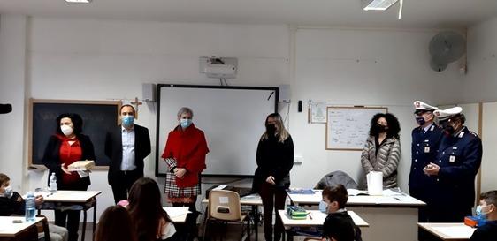 """La sicurezza stradale si impara con lo """"Stradoca"""": il gioco in regalo ai bambini delle scuole di Montemurlo"""
