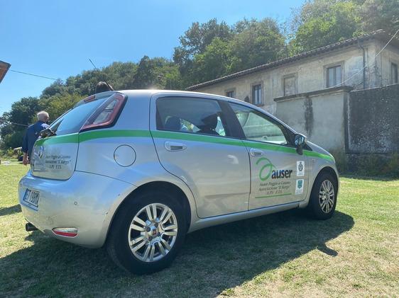 Poggio a Caiano, l'Auser rafforza i suoi servizi grazie ad un nuovo veicolo donato da una famiglia