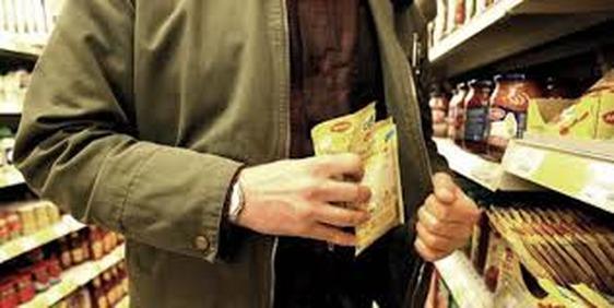 Ladri in azione nei supermercati: la polizia interviene per due taccheggi