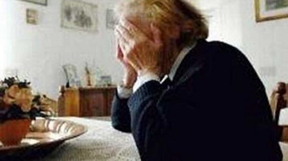 """Nonna 90enne raggirata da un truffatore: """"Suo nipote ha bisogno di soldi"""""""