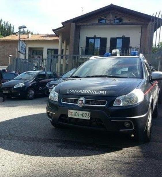 Ragazza vuole gettarsi dal ponte, salvata dall'intervento di due carabinieri