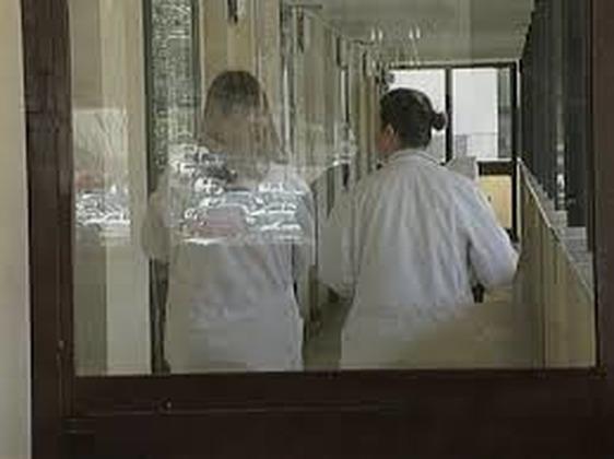 Coronavirus, crollo dei contagi tra il personale sanitario dell'area pratese: la percentuale è scesa dal 30 al 3