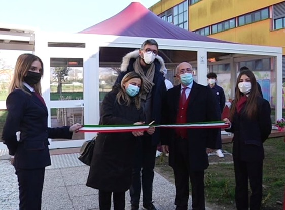 Inaugurato il dehors, il laboratorio all'aperto per gli studenti del Datini