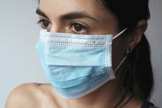 Le mascherine gratuite della Regione si troveranno in edicola e non più in farmacia