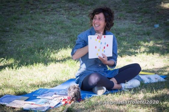 La maestra Francesca premiata dal ministero dell'Ambiente per le letture nei parchi
