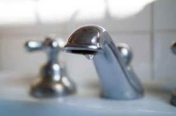 Multe salate contro lo spreco dell'acqua potabile, ordinanza del sindaco Biffoni