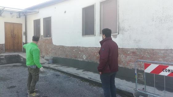 Più decoro a Carmignano, al via i lavori alla facciata dell'immobile che ospita il centro cottura