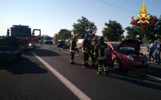 Scontro tra quattro auto sulla A11 dopo il casello di Prato ovest, un ferito grave