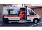 Ruba l'ambulanza ferma per soccorrere un'anziana, arrestato