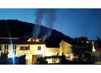 Incendio in un terratetto a La Tignamica, due morti. In salvo un ragazzo di 14 anni