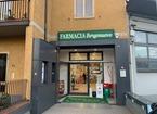 Armato con una pistola minaccia il titolare e rapina 500 euro in farmacia