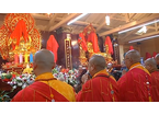Folla all'inaugurazione dell'ampliamento del tempio buddista
