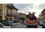 Cornicione cade e trancia tubo del gas: paura e strada chiusa a Chiesanuova