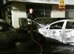 Maxirogo nella notte: distrutte dalle fiamme cinque auto parcheggiate in strada
