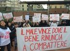 """""""Ora basta!"""", pratesi in piazza Duomo contro spaccio di droga e degrado"""